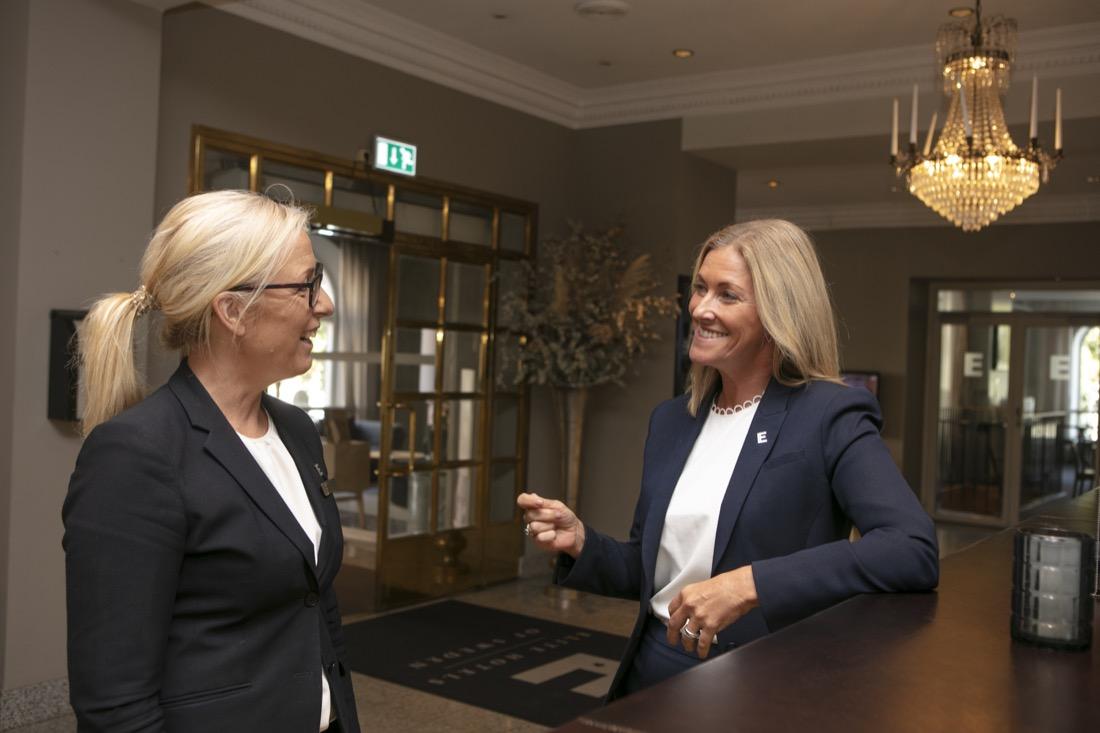 Annica Lindkvist med kollega på Elite stora hotellet