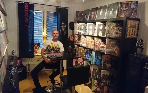 Tyrone Olsson med sina Kiss vinyler